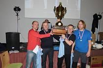 VÍTĚZNÝ HATTRICK. Real Dobruška – zleva Marcel Hájek, Leoš Dragúň, Miroslav Sixta a Aleš Hrudík –  se po roční odmlce vrátil na trůn a radoval ze třetího celkového triumfu v náchodském turnaji.