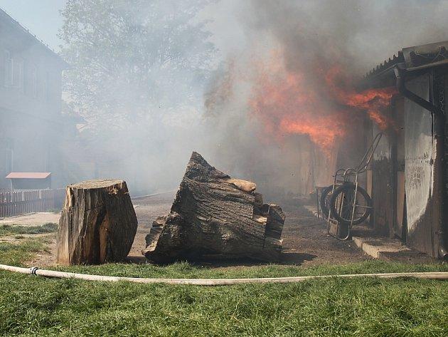 Požár na Pelclově nábřeží v Rychnově