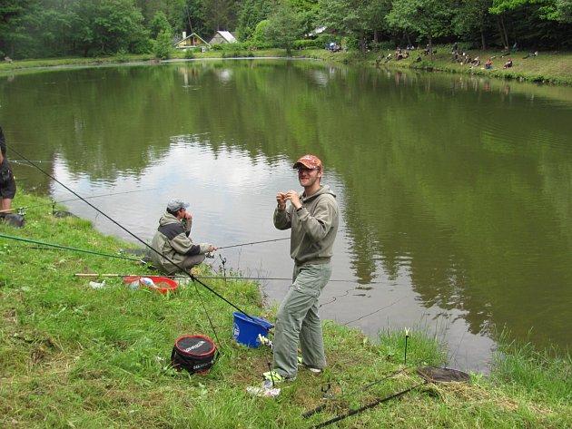 Liberský rybník patřil o víkendu rybářům.