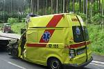 Pacient do špitálu nedojel. Sanitku smetl kamion