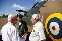 MIROSLAV ŠTANDERA (vpravo) a Emil Boček (vlevo) byli do letošního února posledními žijícími stíhači, kteří se během II. světové války v barvách RAF zapojili do bojových operací.