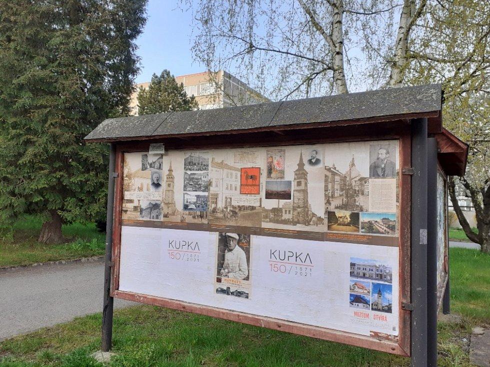 V Dobrušce vznikla venkovní galerie