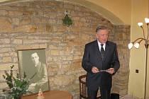 Podmanivý hlas herce Petra Kostky při čtení fejetonů a sloupků Karla Čapka diváky přímo okouzlil. Domů z knihovny nikdo nespěchal.