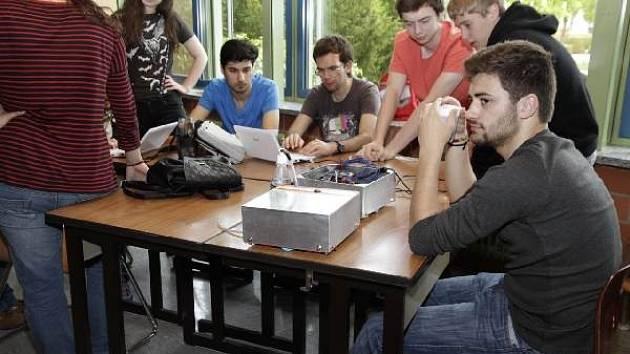 Studenti pracovali ve fiktivní firmě.