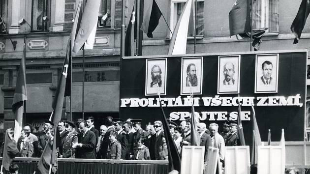 1. máj v Rychnově na náměstí v roce 1972.
