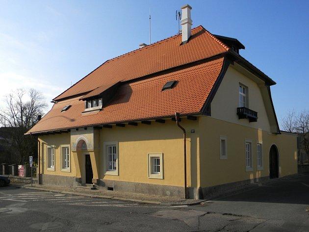 RÝDLOVA VILA v Dobrušce – jedno z děl  zakladatele české moderní architektury Jana Kotěry.