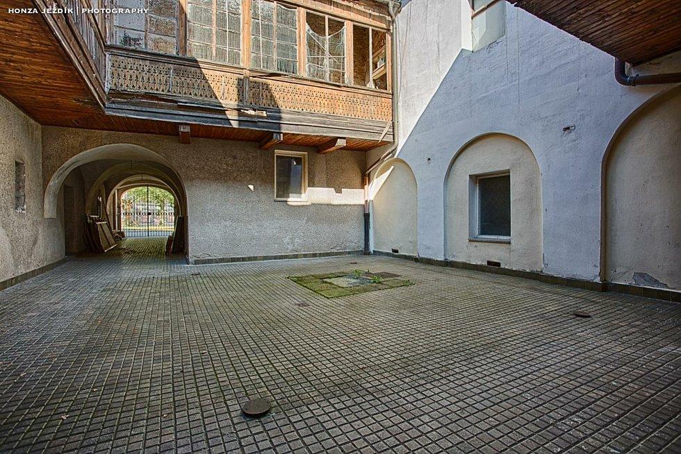 Z prostor budovy bývalého soudu č.p. 2 v Opočně.