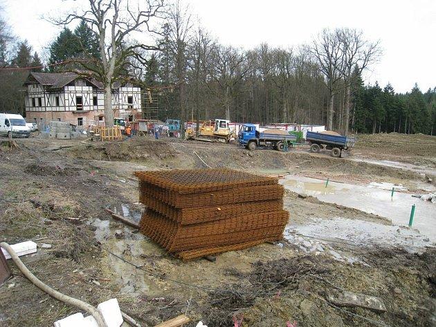 Z Regionálního operačního programu regionu soudržnosti Severovýchod je financováno i znovuobnovvení letoviska Studánka. Stavební práce v lese Včelném začaly v září loňského roku a ukončení stavby je plánované na září 2010.