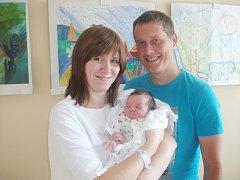 SÁRA ARNOŠTOVÁ je první radostí pro manžele Petru a Karla Arnoštovi. Narodila se jim 15. září v 7.40 hodin a potěšila je váhou 2,98 kg a délkou 51 cm. Tatínek byl po porodu moc šťastný a dojatý.  Maminka Petra Arnoštová je referentkou Rychnovského deníku.