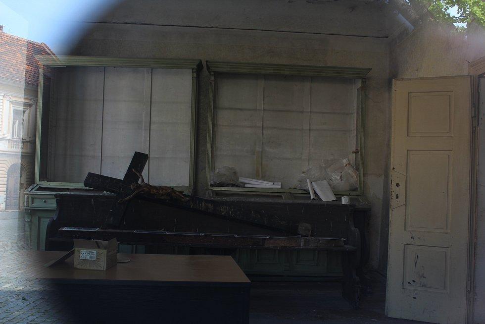 Pohled do budovy bývalého soudu v Opočně.