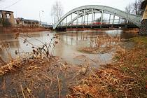 Rozvodněná řeka Orlice v Týništi nad Orlicí (Rychnovsko).