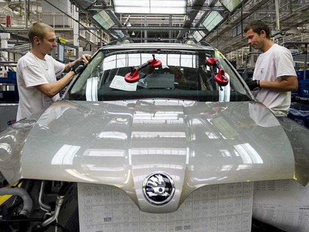 AUTOMOBILKA Škoda Auto hodlá do rozvoje závodu v Kvasinách na Rychnovsku v příštích několika letech vložit kolem 450 milionů euro, tedy přibližně 13 miliard korun. Plánuje rovněž přijmout asi 1500 nových zaměstnanců.