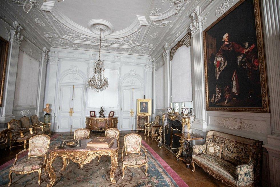 Reprezentační místnost zámku v prvním patře.