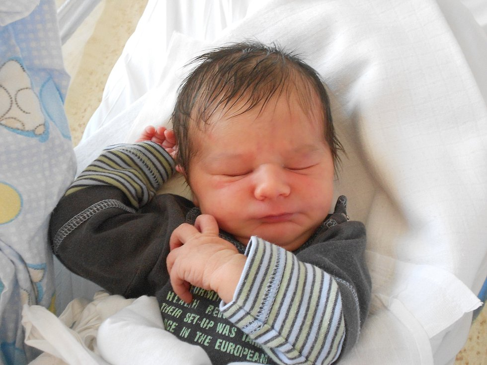 DANIEL TAKÁCS přišel na svět 27. července ve 2.56 hodin. Měřil 48 cm a vážil 3170 g. Velmi potěšil své rodiče Veroniku a Martina Takácsovy z Lična. Tatínek byl u porodu a zvládl to výborně.