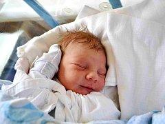 JAKUB POTUŽNÍK :  Rodiče Aneta a Michal Potužníkovi se těší z prvorozeného syna. Narodil se 10. dubna v 7:41 s váhou 3780 gramů a délkou 52 cm. Při porodu prvního dítěte byl tatínek obrovskou oporou.