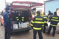 Kostelečtí hasiči bojují s onemocněním COVID-19.