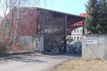 AREÁL BÝVALÉ VÝTOPNY VE VAMBERKU se pomalu mění v úložiště komunálního odpadu. Místní se bojí hluku a zápachu.