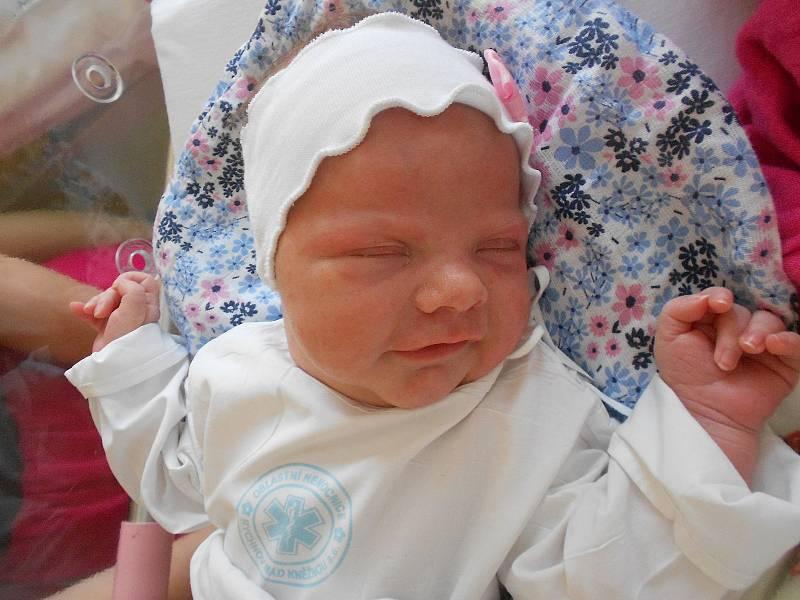 MARIE CABALKOVÁ se narodila 26. července ve 3.59 hodin. Měřila 53 cm a vážila 3910 g. Radost udělala svým rodičům Kristýně a Lukáši Cabalkovým z Doudleb nad Orlicí. Doma se těší sestřičky Julie a Viktorie. Tatínek byl pro maminku u porodu velkou oporou.