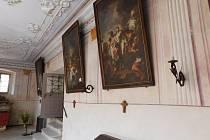 Křížová cesta v klášterním kostele láká k prohlídkám.