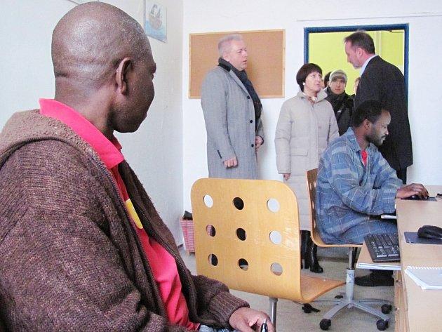 Ministr vnitra Milan Chovanec navštívil pobytové středisko žadatelů o azyl v Kostelci nad Orlicí.