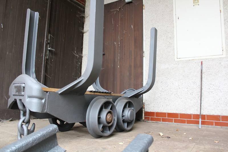 Z Bohdašína. Jeden z těžebních vozíků.