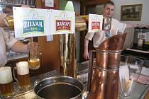 Rychnovské kvasnicové pivo teklo proudem.