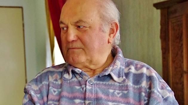 PAMĚTNÍK ALOIS HEINRICH GALLE se narodil v roce 1937 v Neratově do rodiny sudetských Němců. Rodnou obec musela rodina nedobrovolně opustit, ale po čase se do Orlických hor mohla opět vrátit.