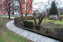 Opravený chodník na sídlišti U Váhy v Kostelci nad Orlicí.