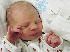 MICHAEL ADAMEC: Manželé Radka a František Adamcovi z Javornice mají od 17. prosince od 10.25 hodin radost ze syna. Po narození mu navážili 2,47 kg a naměřili 49 cm. Tatínek to u porodu zvládl skvěle.