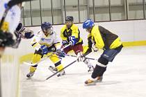 DVAADVACET GÓLŮ padlo v pondělním utkání mezi Kvasinami a Rokytnicí. Medvědi svého soupeře rozstříleli a konečný výsledek 2:20 je novým rekordem  Rychnovské hokejové ligy.