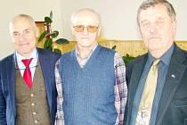 Na volební konferenci Krajského volejbalového svazu Královéhradeckého kraje byl oceněn dlouholetý člen předsednictva KVS Jan Plichta (uprostřed), vlevo předseda ČVS Zdeněk Haník a vpravo předseda KVS Václav Nidrle.