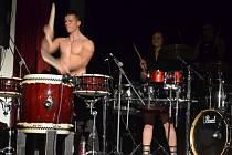 Záběr z vystoupení bubenických es Jumping Drums.