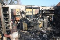 Požár autodílny ve Skršicích