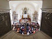 Pohled z kůru do kostela sv. Prokopa.