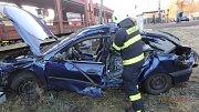 Střet nákladního vlaku s osobním automobilem v Rychnově nad Kněžnou.