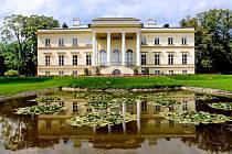 NOVÝ ZÁMEK V Kostelci nad Orlicí nabízí svým návštěvníkům bohaté kulturní vyžití. Konají se v něm koncerty i výstavy. Na prohlídku mohou vyrazit i handicapovaní či nevidomí.