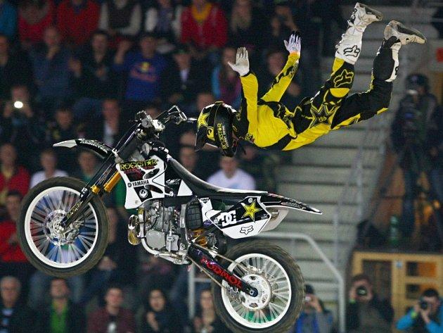 JEDNÍM Z HRDINŮ nového filmu Gravitation je vítěz nejprestižnější soutěže na světě X-Games ve freestyle motocrossu Libor Podmol.