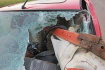 Řidič neohdhadl vzdálenost traktoru a srazil se s jeho levým bokem.