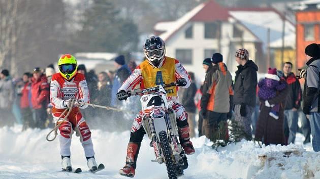 Mezinárodní mistrovství České republiky v motoskijöringu.