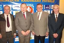 Cenu Jana Modřického převzali tito činovníci – zleva: Vladislav Košťál (Hradec), Josef Chráska (Trutnov), Václav Prachař (Doudleby) a Antonín Kalina (Hradec).