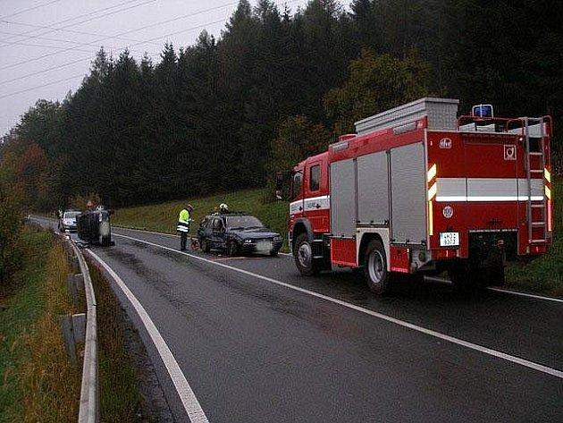 Dopravní nehoda dvou osobních vozidel na silnici I/11 ve Vamberku.