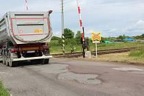 Železniční přejezd u Opočna.