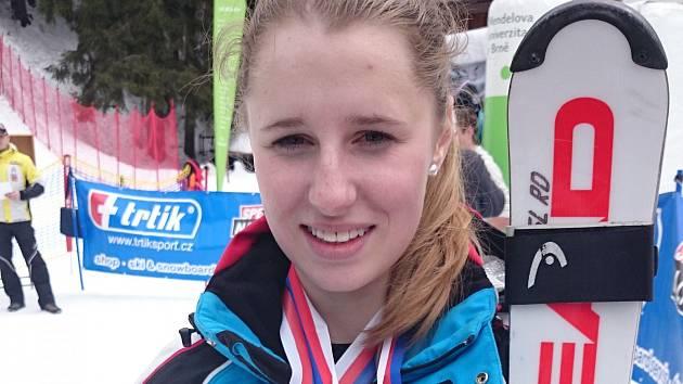 Adéla Berkovcová žije v Dobrušce a studuje na místním gymnáziu.