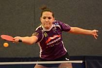 BOJOVNICE. Daniela Pelcmanová (na snímku) získala jak ve vítězném utkání s Hlukem, tak v těsně prohraném souboji s obhájcem mistrovského titulu z Břeclavi dva body.