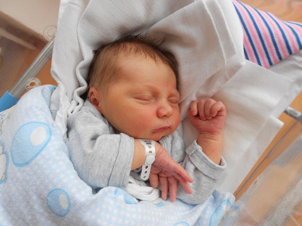 Jakub David vykoukl na svět 8. října 2019. Měřil 51 cm a vážil 3 720 g. Obrovskou radost udělal rodičům Tereze a Václavovi a stejně tak bratříčkovi Honzíkovi, který se z něj těší doma vČastolovicích. Tatínek to u porodu zvládl na jedničku.