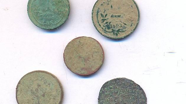 Výběr mincí nalezených u Opočna.