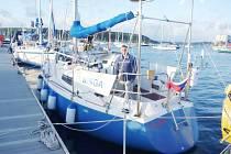Petr Ondráček a jeho loď Singa.