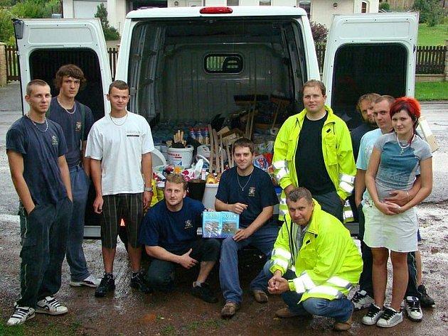 Sbory dobrovolných hasičů Roveň-Rychnov n. K. a Olešnice v O.H.  poskytly společnou pomoc  v oblasti Jesenicka, a to v obci Velká Kraš.