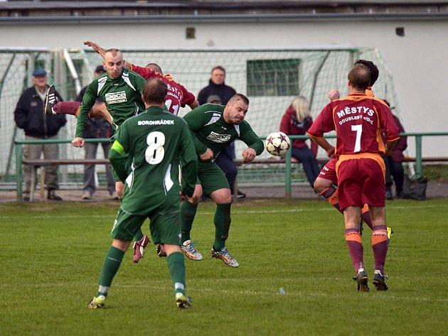 TŘI BODY získali fotbalisté Borohrádku po těsném vítězství nad favorizovaným týmem Doudleb nad Orlicí.