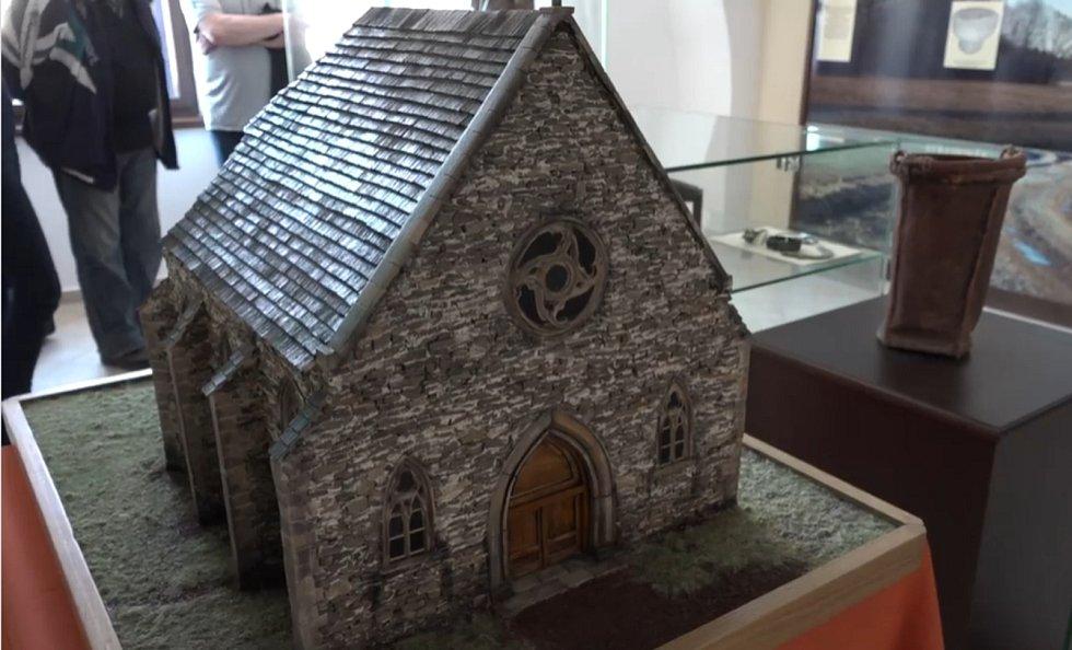 V Dobrušce znovu povstal gotický kostel, je lákadlem místního muzea.